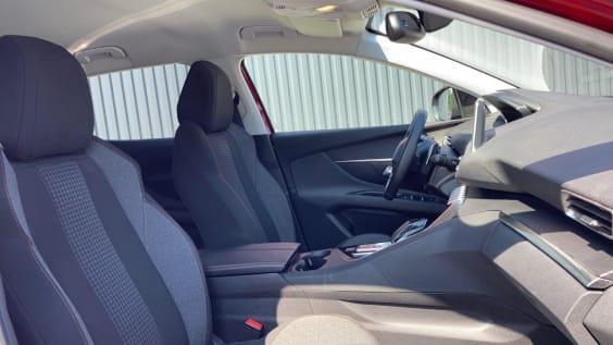 Peugeot 3008 Puretech 130ch S&S EAT8 Active Rouge Ultimate